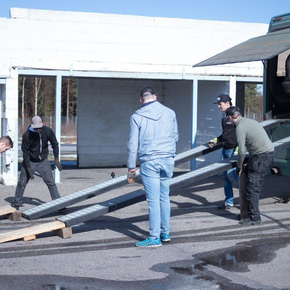 Setting up the ramp.