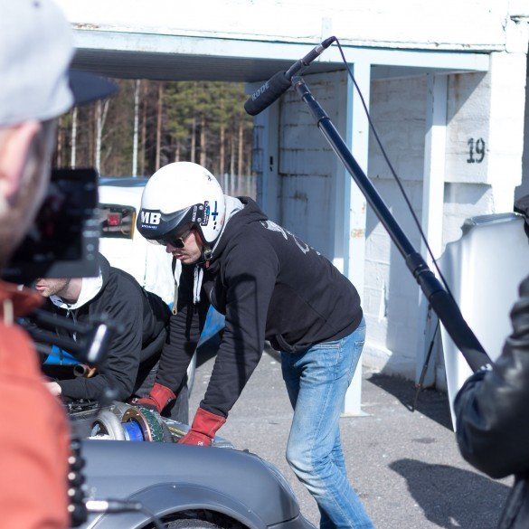 Jesse and Teemu about the car handling.